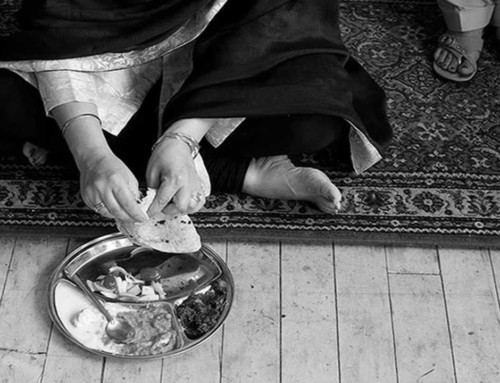 10 Reasons Why The Indian Way Of Sitting On The Floor And Eating Is Good For Health